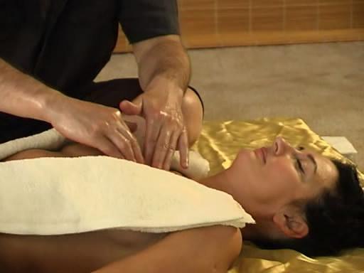Индийский массаж ануса - порно видео