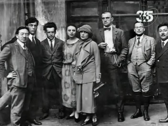 В 1914 году выходит первый его поэтический сборник Близнец в тучах&qu